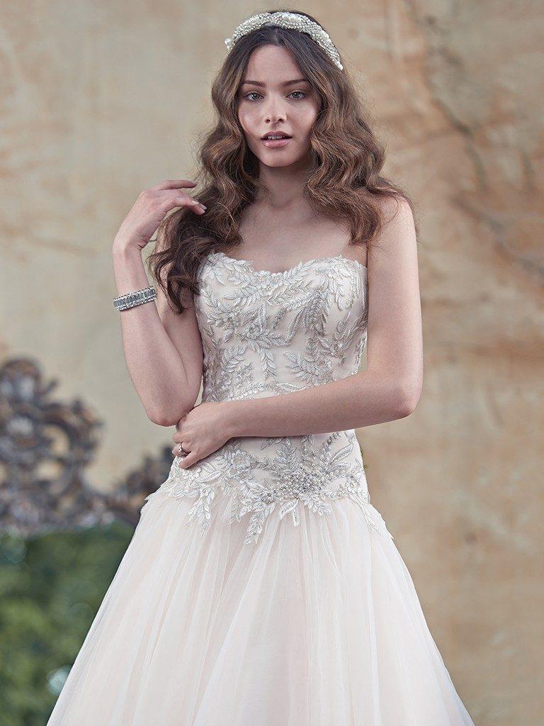 Bridal gowns wedding dresses toledo atlas bridal shop for Wedding dresses toledo ohio